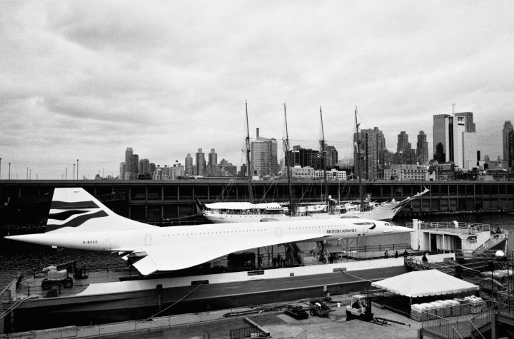 New York - Plane on boat -
